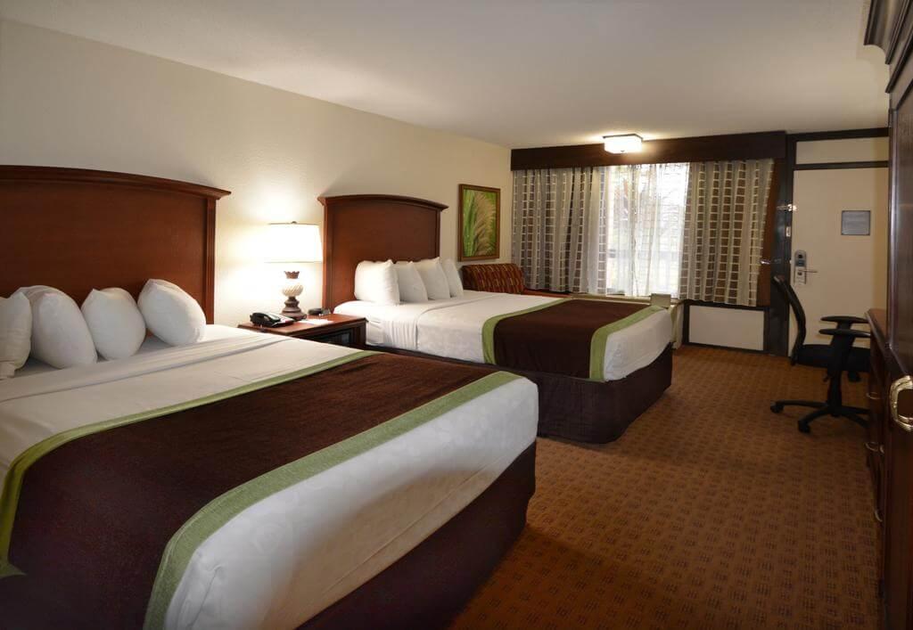 Hotéis bons e baratos em Orlando: Clarion Inn Lake Buena Vista - quarto