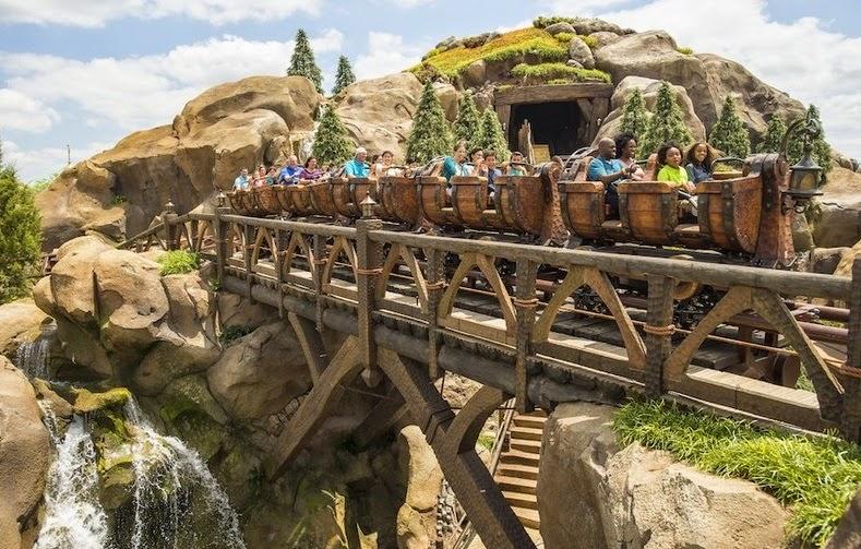 Parque Magic Kingdom da Disney Orlando: montanha-russa dos Sete Anões