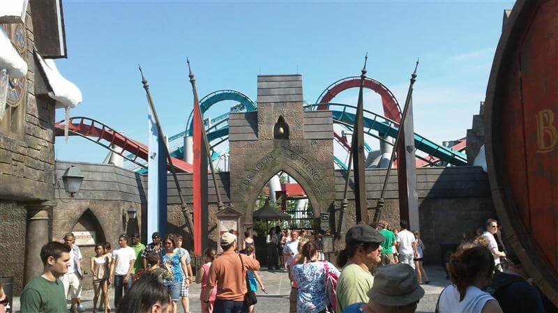 dragon chalenge no Hogsmead Village no Parque Mundo do Harry Potter em Orlando