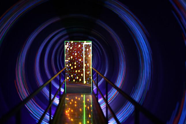 wonder-works-light-tunnel