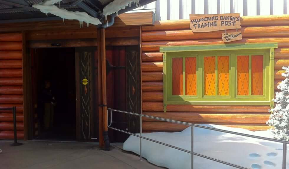 loja-wandering-oakens-trading-post-and-frozen-Disney