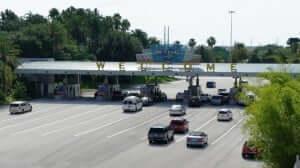 Como alugar um carro bem barato em Orlando:estacionamentos dos parques