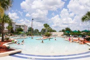 Como planejar sua viagem a Orlando e Disney: piscina hotel