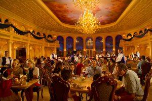 Castelo e atrações da Bela e a Fera na Disney Orlando: Restaurante Be Our Guest
