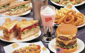Lanchonete Johnny Rockets em Orlando: pratos