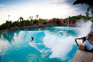 7 esportes e atividades ao ar livre em Orlando: surfar em Orlando