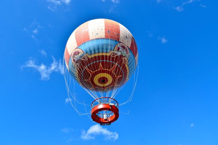 Passeio de balão no Disney Springs em Orlando: Balão colorido
