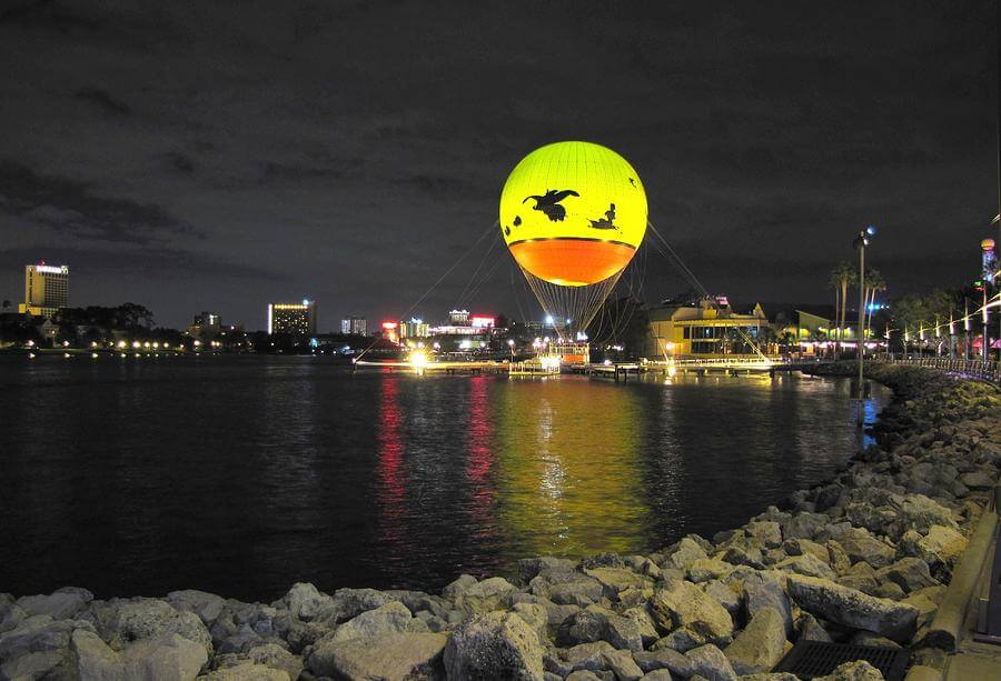 Atração noturnano Walt Disney World Orlando: passeio de balão