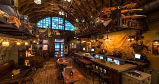 Restaurante e bar do Indiana Jones Jock Lindsey's Hangar em Orlando