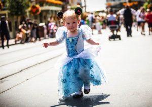 Como ir com bebês para Disney e Orlando: bebê no parque Disney Magic Kingdom