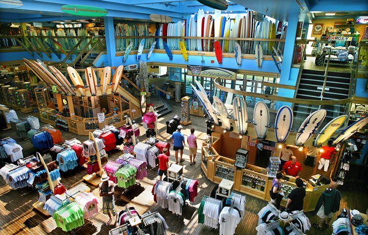 Praia Cocoa Beach próxima a Orlando: loja Ron Jon Surf Shop