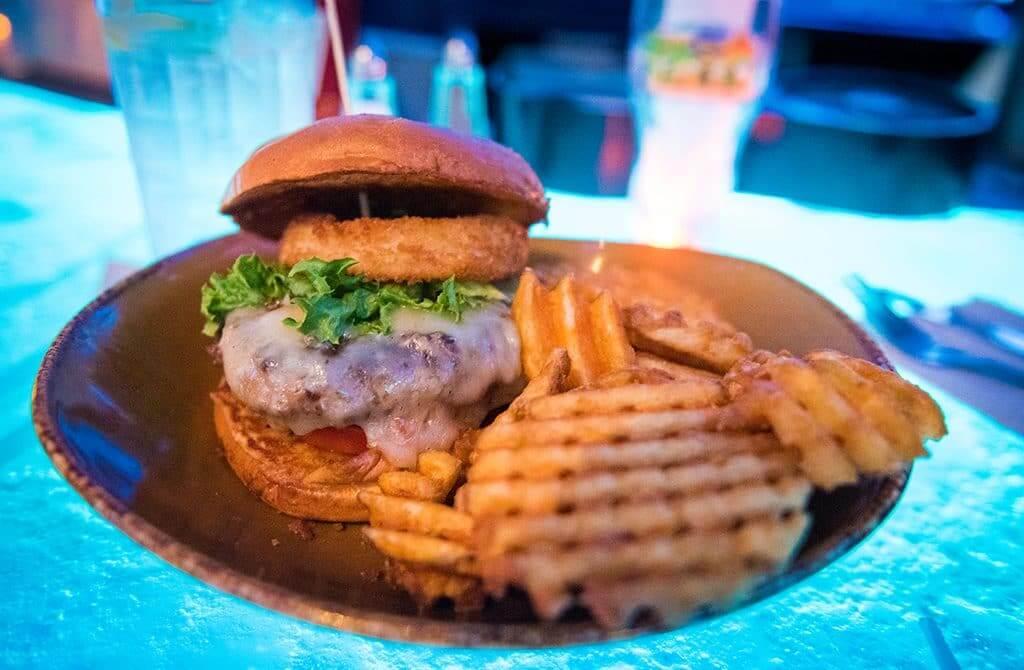 Restaurante T-Rex em Orlando: hamburguer