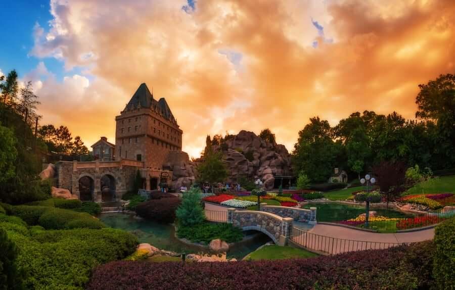 Pavilhão e área do Canadá no Disney Epcot em Orlando