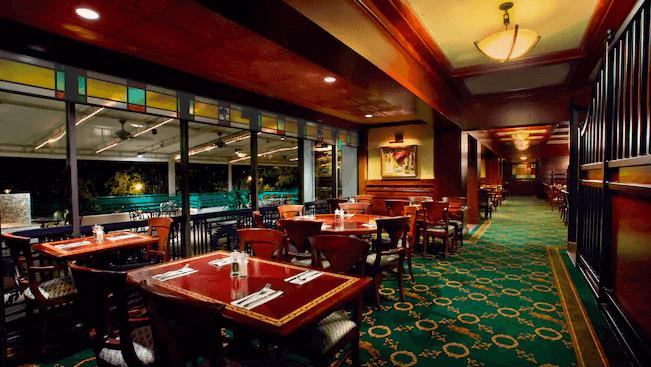 Disney's Saratoga Springs Resort & Spa: Restaurante The Turf Club Bar & Grill