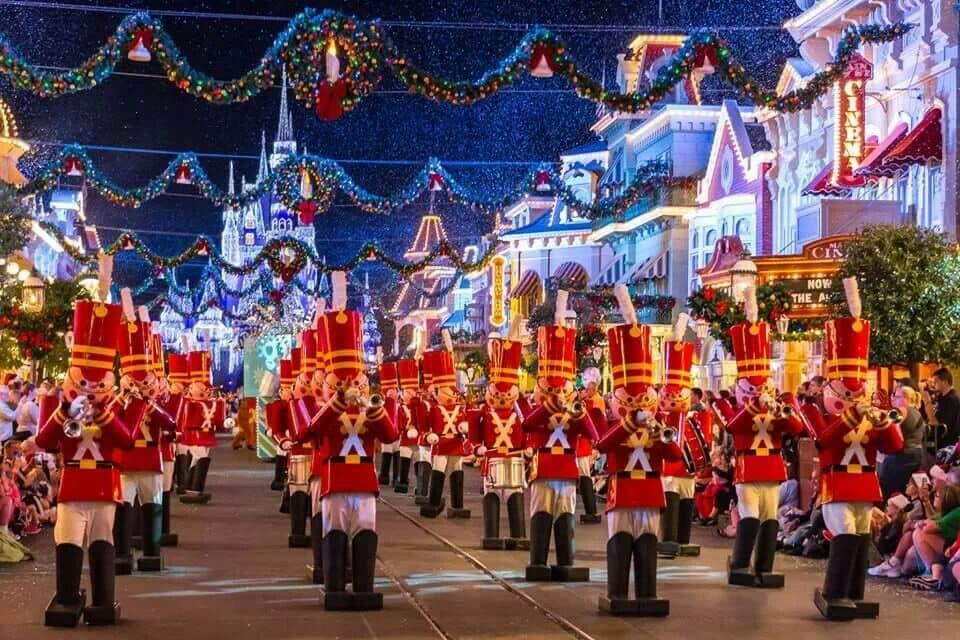 Mickey's Once Upon a Christmastime Parade no Disney Magic Kingdom: soldadinhos de chumbo