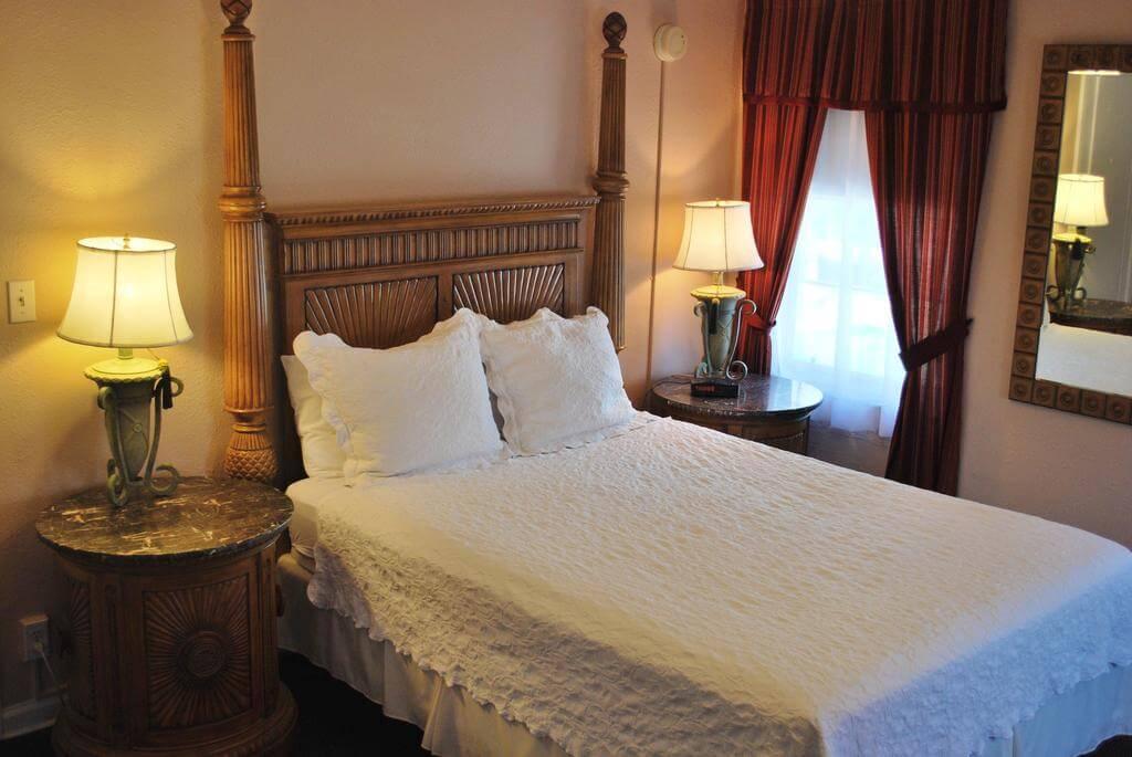 Melhores hotéis em São Petersburgo: HotelThe Inn On Third - quarto